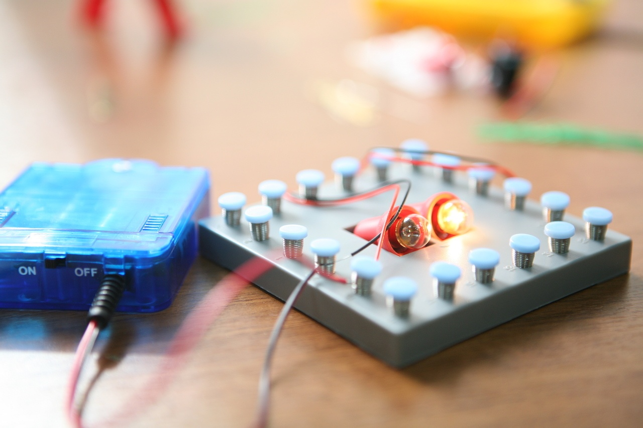 Набор «Мастерская электричества» для детей: коллекция из 22 забавных geek-фокусов - 12