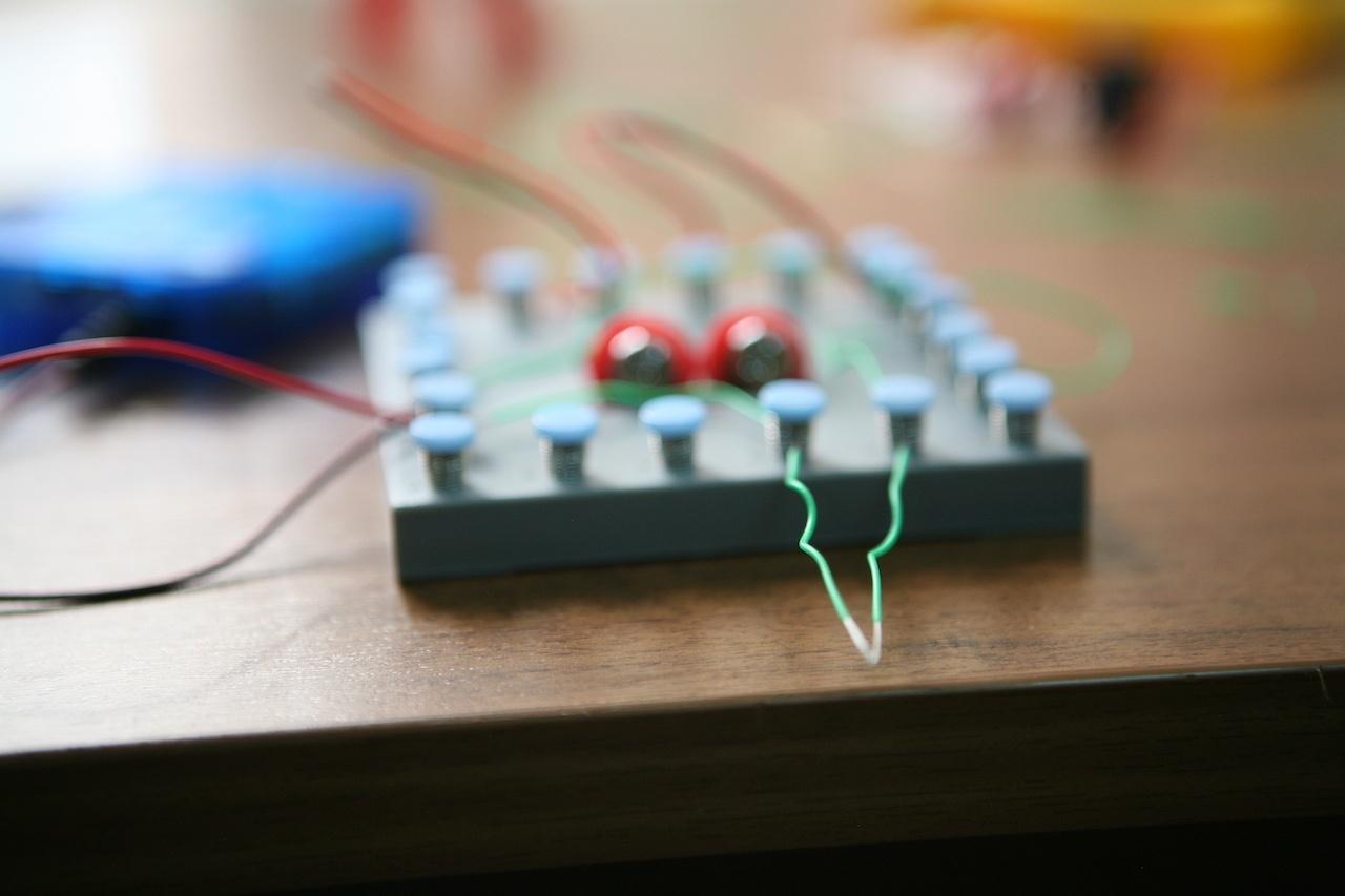 Набор «Мастерская электричества» для детей: коллекция из 22 забавных geek-фокусов - 13