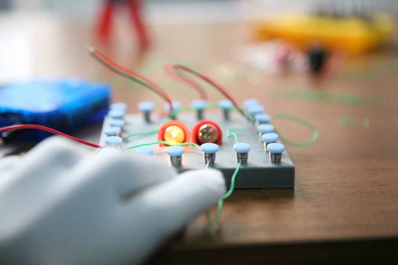 Набор «Мастерская электричества» для детей: коллекция из 22 забавных geek-фокусов - 14