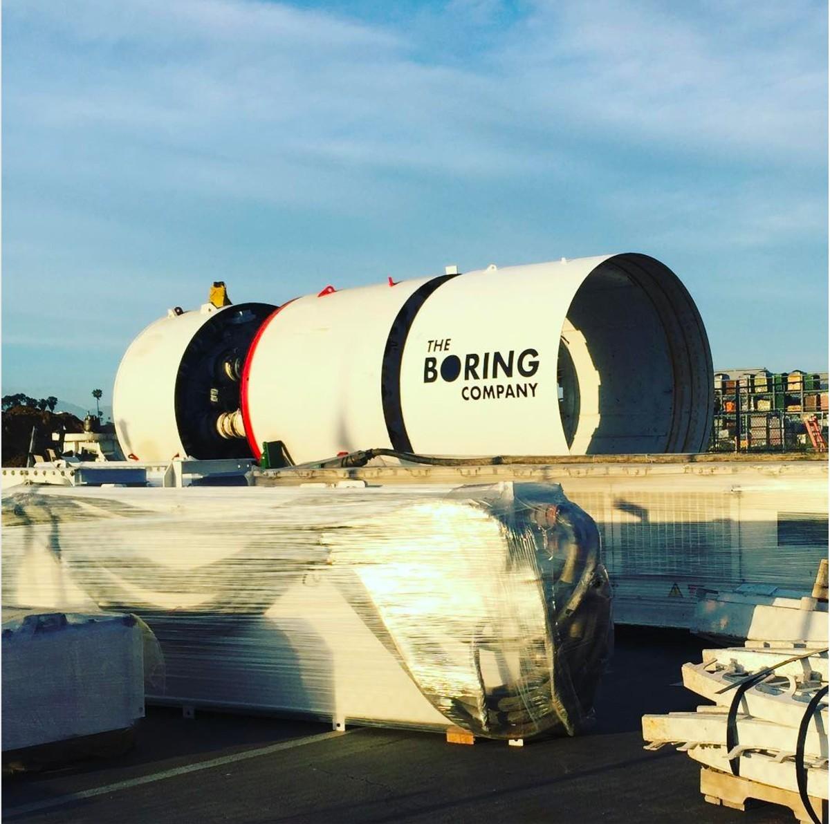 Проходческий щит Илона Маска прибыл к яме на парковке SpaceX - 5