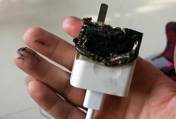 Huawei отказалась поменять загоревшееся зарядное устройство смартфона Huawei P10