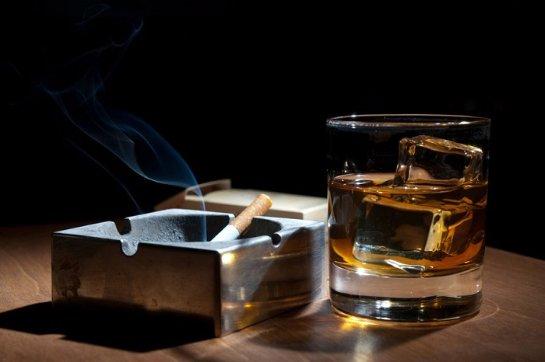 Алкоголь больше всего вредит небогатым людям