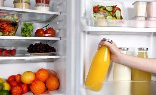 На дверце холодильника лучше не хранить еду