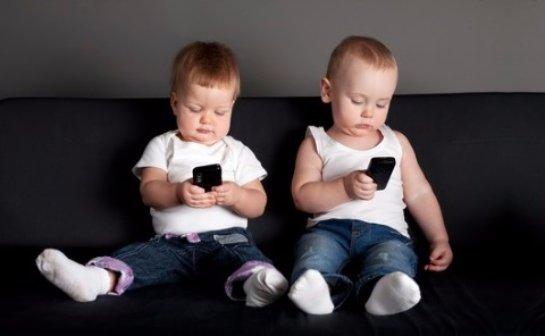 Смартфоны задерживают развитие речи у маленьких детей