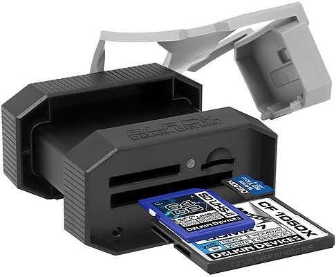 Устройство Delkin Black поддерживает карты памяти microSD, CF и SD