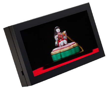 Основой дисплея служит 17-дюймовая жидкокристаллическая панель размером 8K