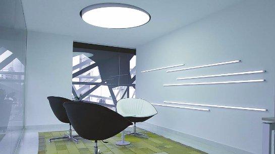 Офисные работники нуждаются в хорошем освещении
