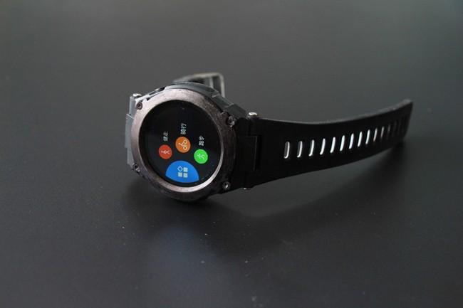 Производитель называет No.1 G9 первыми умными часами с GPS и классом защиты IP68