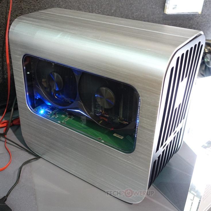 В корпусе устройства находится блок питания мощностью 400 Вт