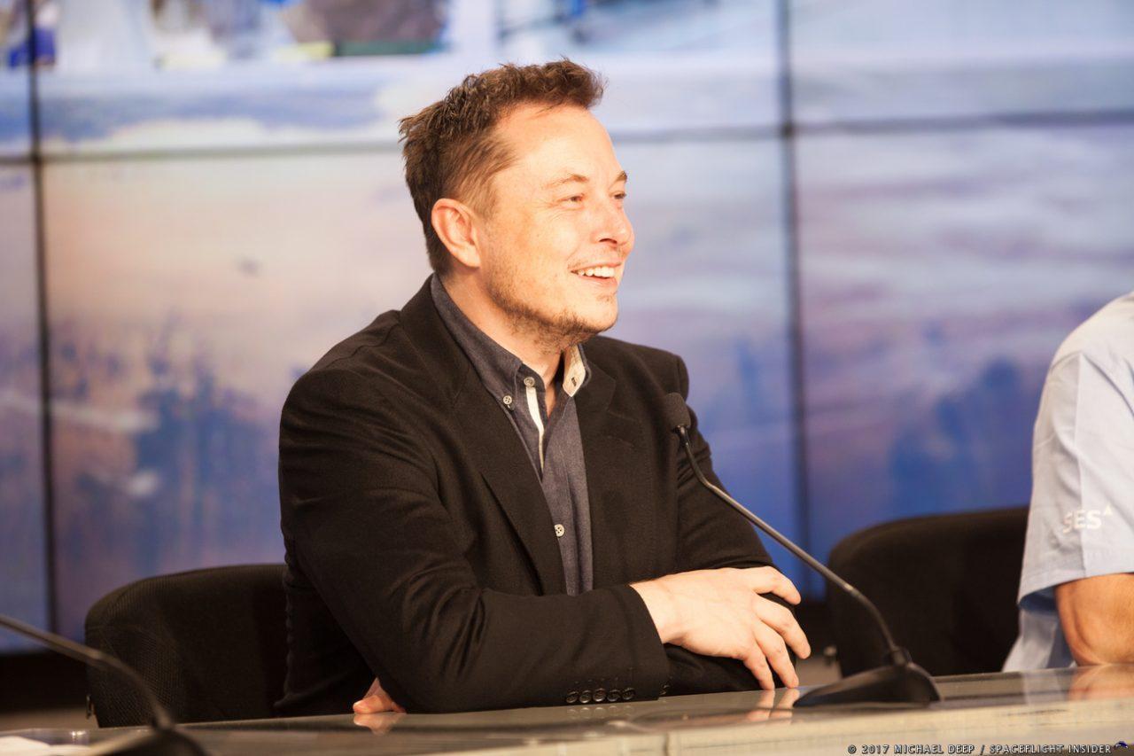 Илон Маск: Falcon Heavy запустят уже этой осенью - 1