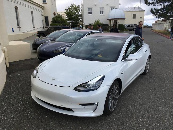 Tesla Model 3 может получить полноценный автопилот