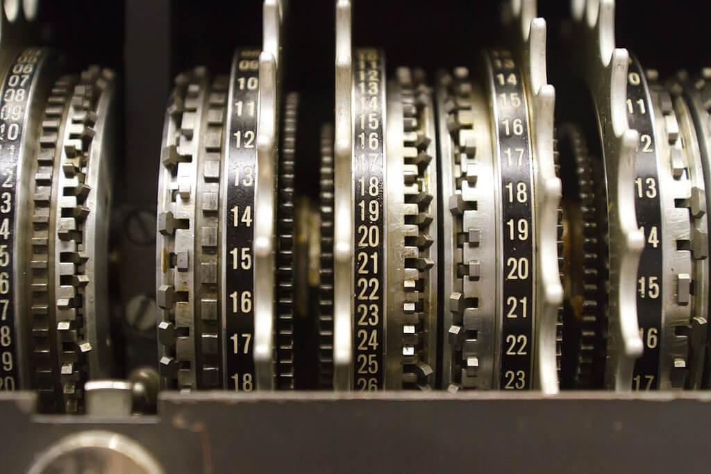 Шифровальщик, которому не нужны деньги - 1