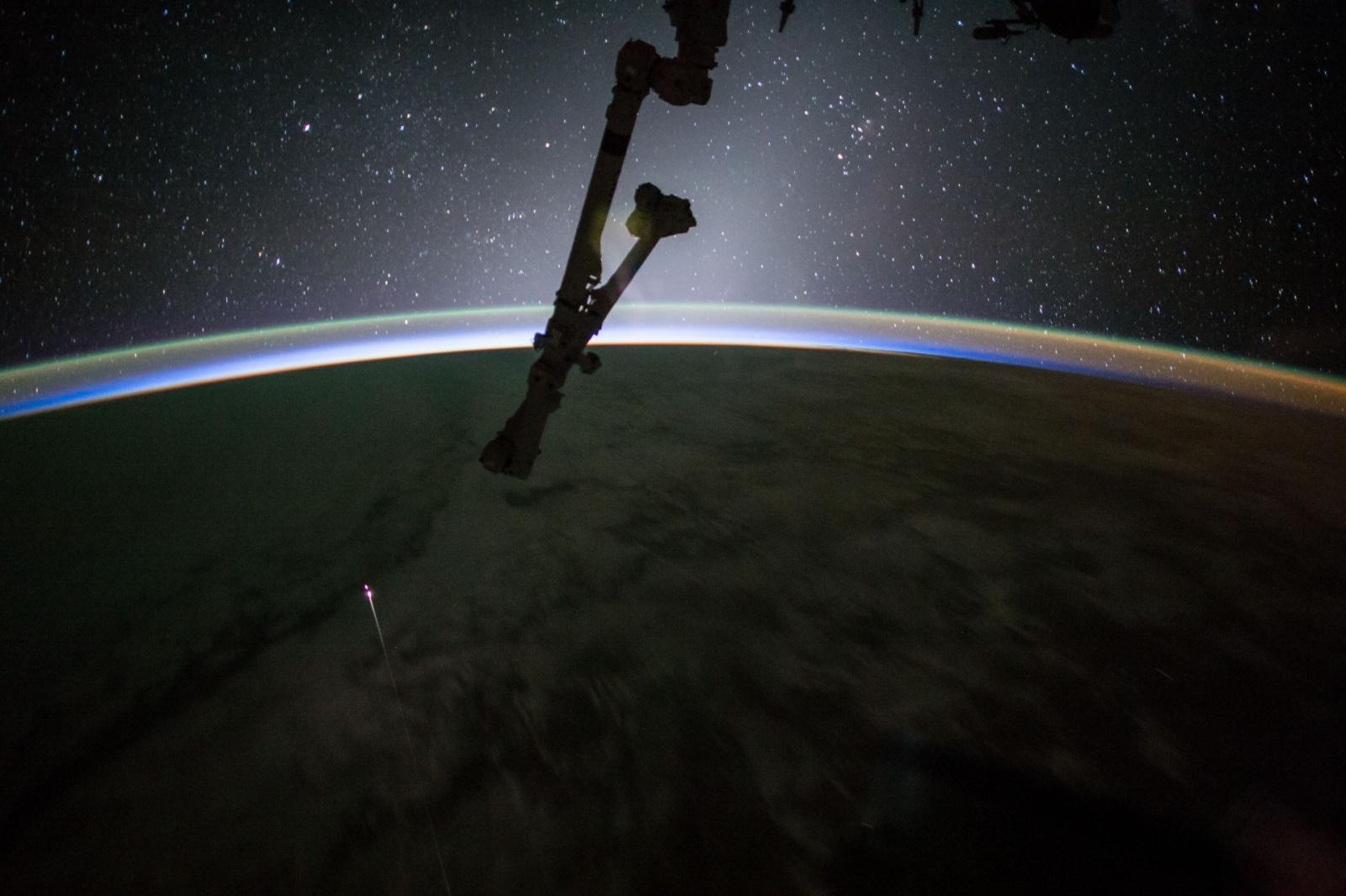 Грузовой корабль Dragon второй раз вернулся на Землю с МКС - 1