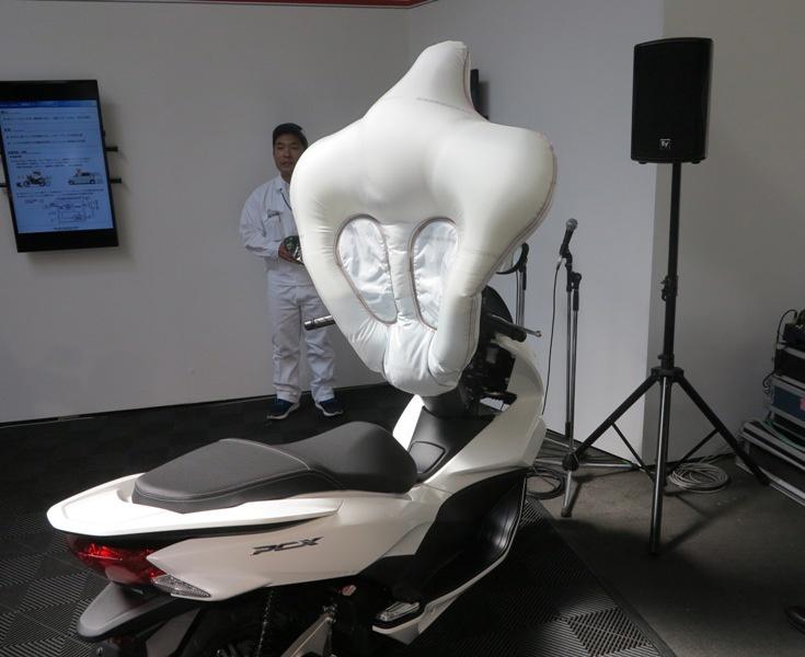 Подушка радикально уменьшает риск получения черепно-мозговой травмы водителем мотороллера