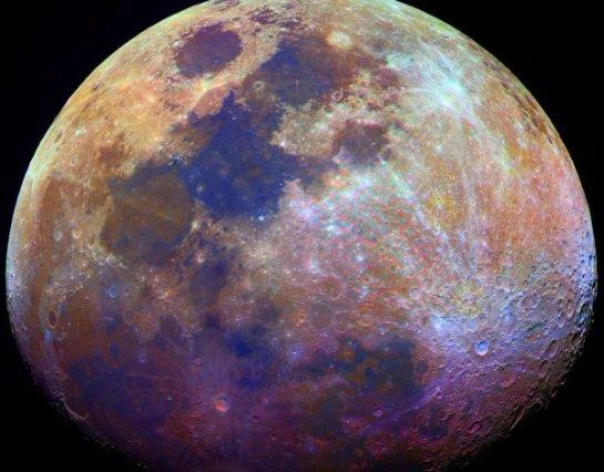 Ученые рассказали, какой цвет в реальности имеет Луна