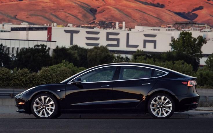 Tesla произвела первую серийную Model 3