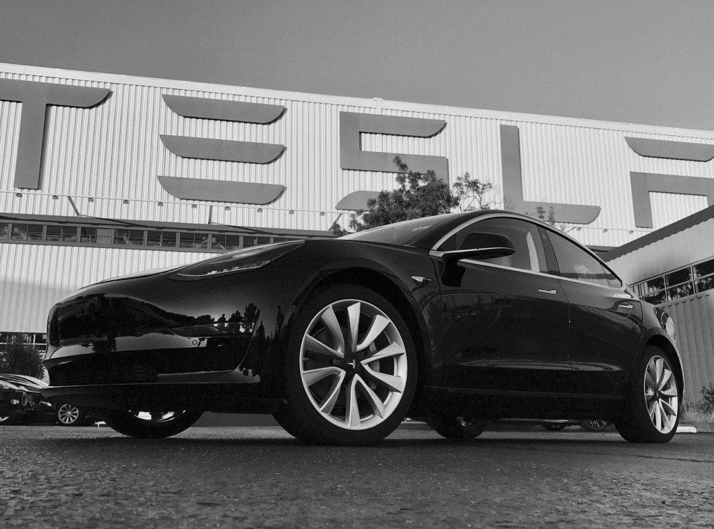 Началось серийное производство Tesla Model 3 - 1