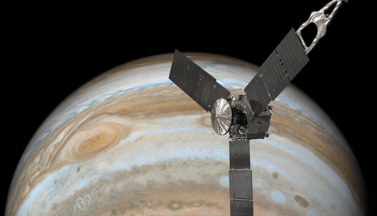 Космический зонд Juno прислал детальные снимки Большого красного пятна Юпитера - 1