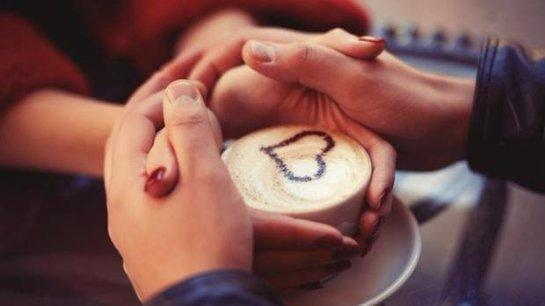 Психологи рассказали, сколько длится любовь женщины