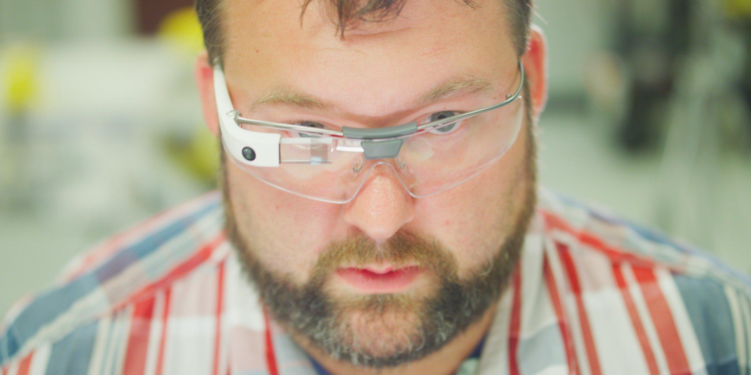 Холдинг Alphabet представил новую версию видеоочков Google Glass - 1