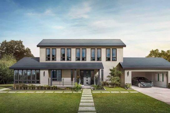 Илон Маск стал одним из первых клиентов солнечной крыши Tesla