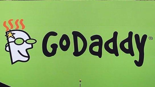 GoDaddy прекращает сотрудничество с неонацистским сайтом, который поглумился над женщиной