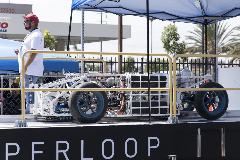 Капсула Hyperloop Илона Маска разогналась до 355 км-ч - 1