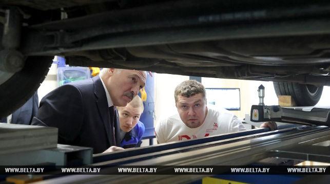 Лукашенко протестировал Tesla Model S и распорядился создать электромобиль по этому образцу - 2