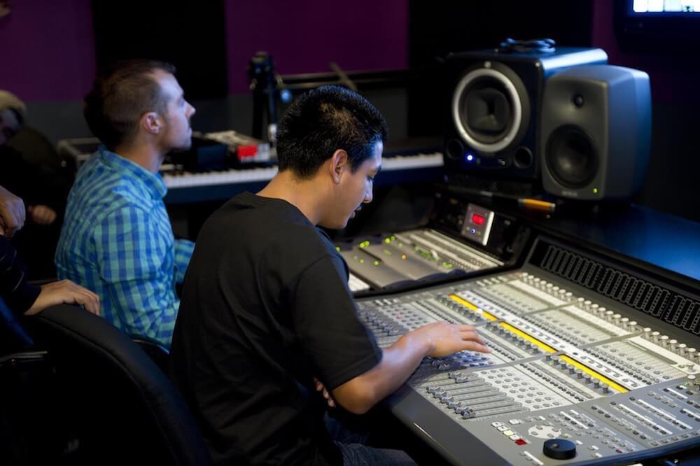 Звук с разных сторон: как его воспринимают представители разных профессий - 1