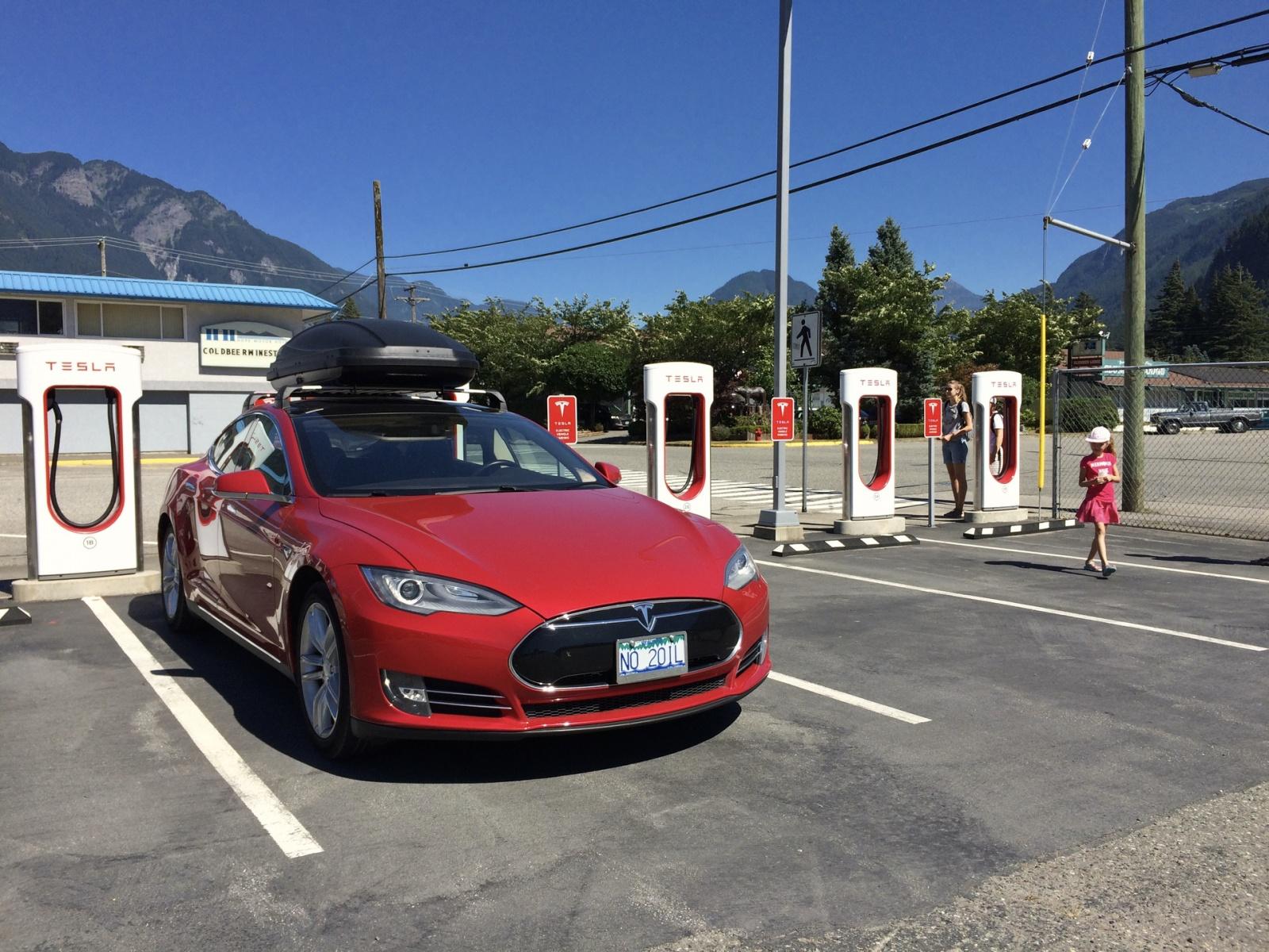 Новый тип зарядных станций от Tesla - 2