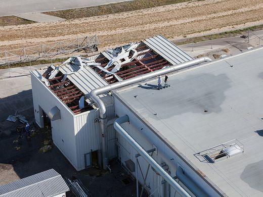 Под ударами стихии: Космический центр Кеннеди готовится к урагану «Ирма» - 6