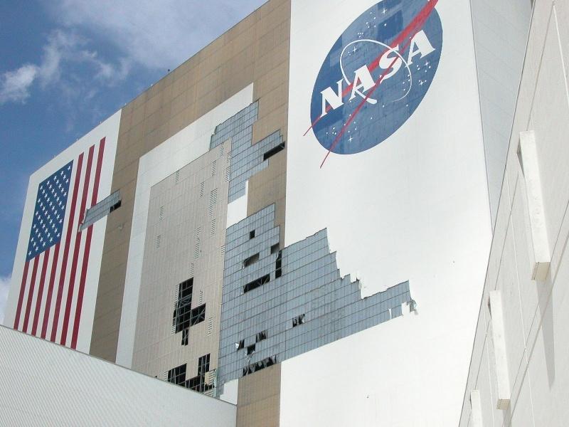 Под ударами стихии: Космический центр Кеннеди готовится к урагану «Ирма» - 9