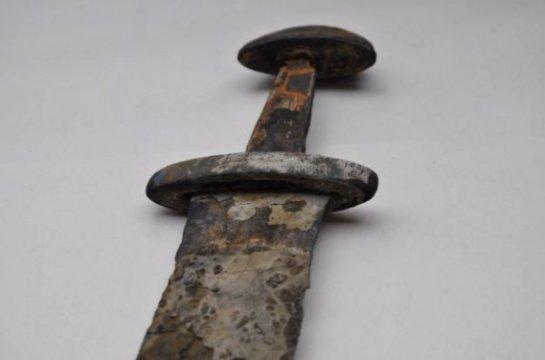 В норвежских горах случайно был обнаружен меч, принадлежащий викингу