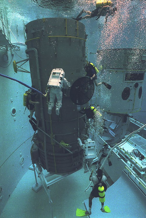 Прошлое и будущее обслуживания спутников - 16