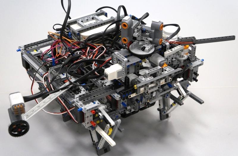 Команда Университета ИТМО вышла в финал Всемирной олимпиады роботов - 1