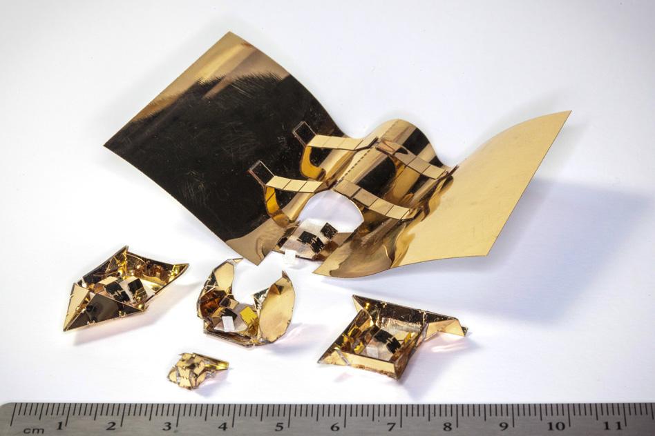 В МТИ создали многофункционального оригами-робота со сменными экзоскелетами - 1