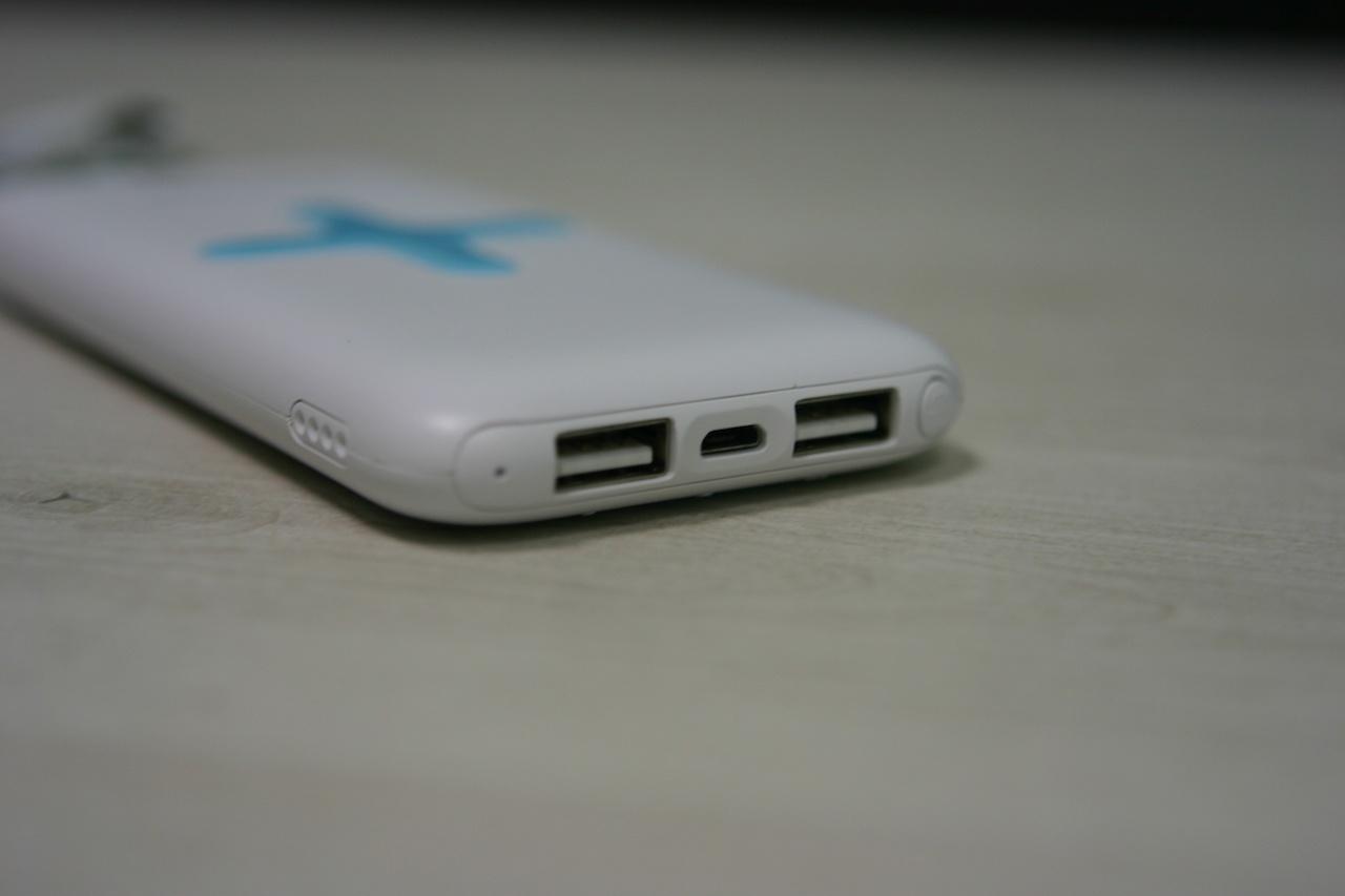 PowerBank Okira с беспроводной зарядкой одновременно будет заряжать до 3 устройств - 3