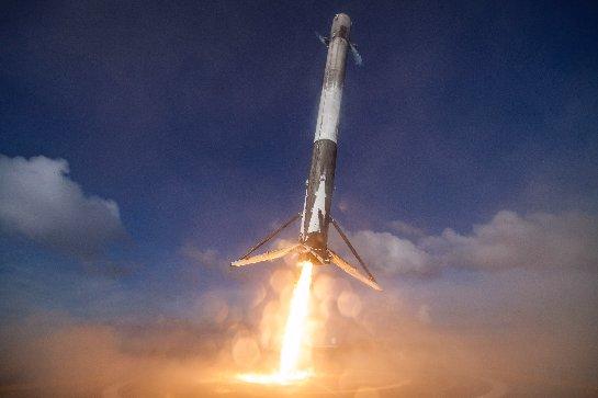 Watch SpaceX запустит свою первую из двух ракет Falcon 9 на этой неделе
