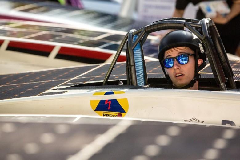 В Австралии началась гонка машин на солнечной тяге - 4