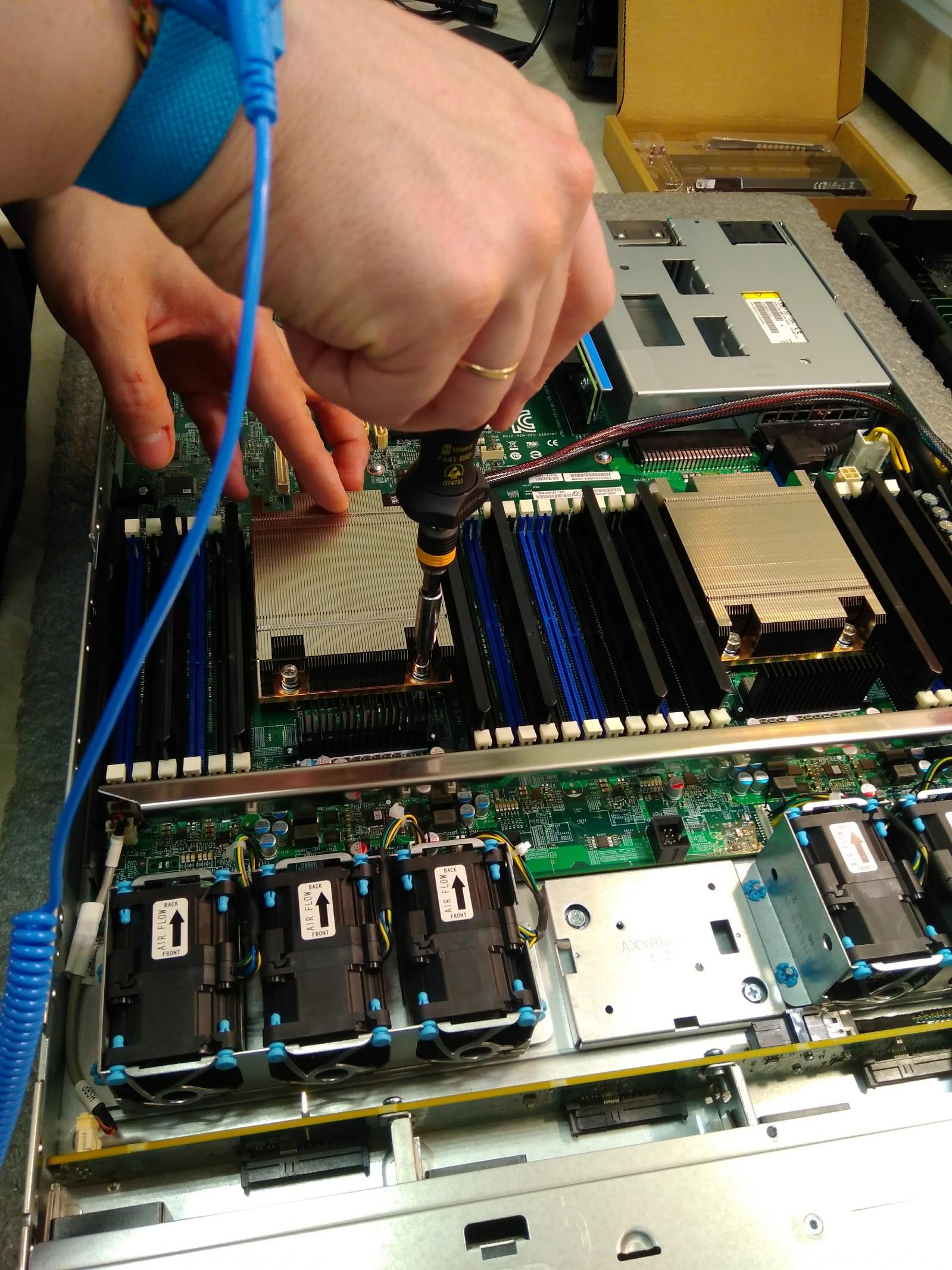 Покупка современного сервера Intel c NVMe P4800X - 3