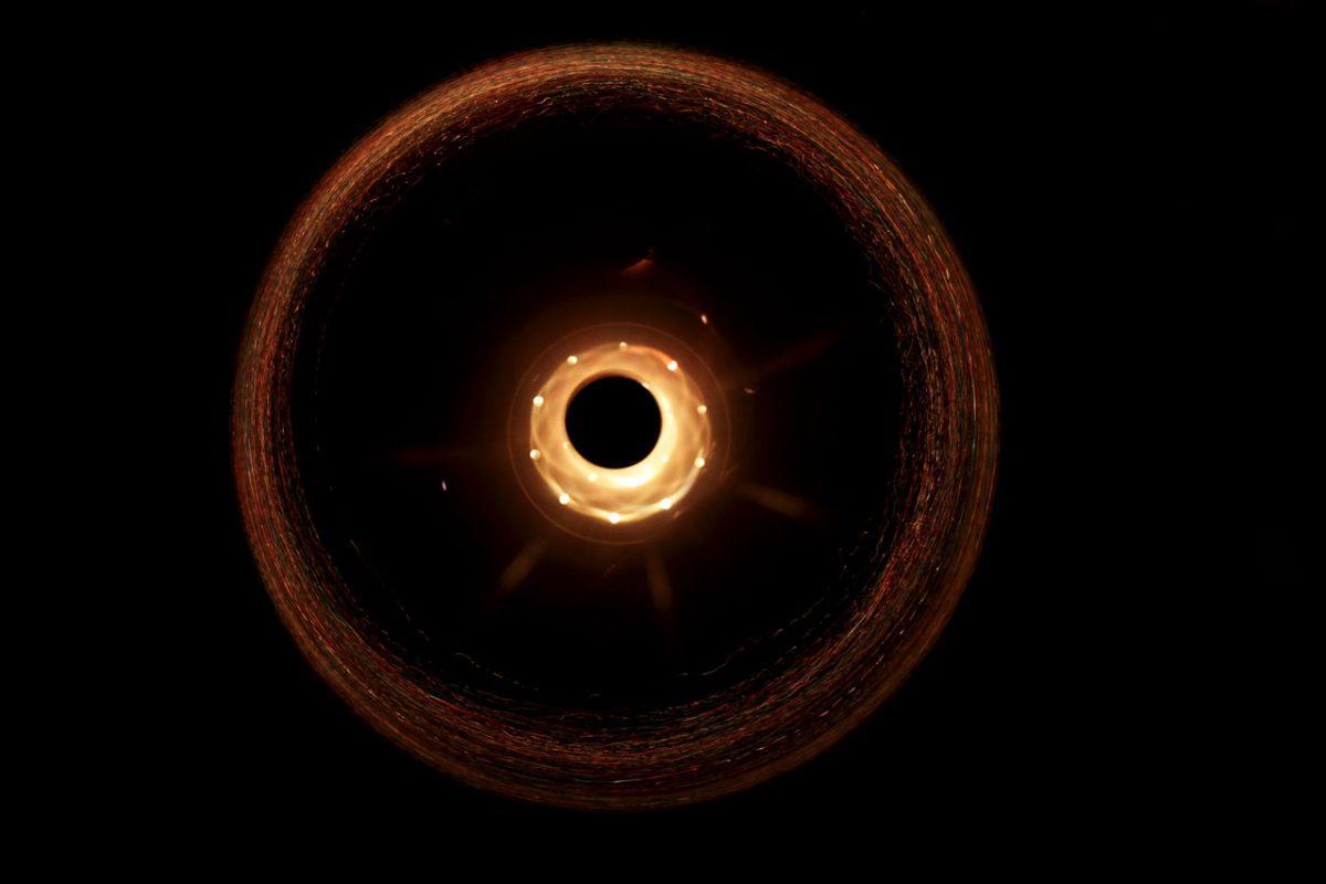 Никто не знает, куда девается информация из чёрных дыр - 6