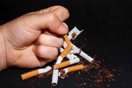 Ученые выяснили, что мешает людям быстро бросить курить