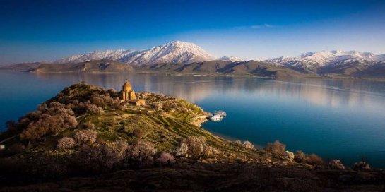 На дне одного из турецких озер обнаружили древнюю крепость