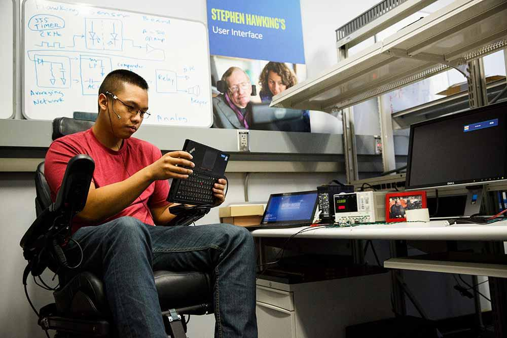 Как Intel и ThinkPad подарили голос знаменитому ученому Стивену Хокингу - 4