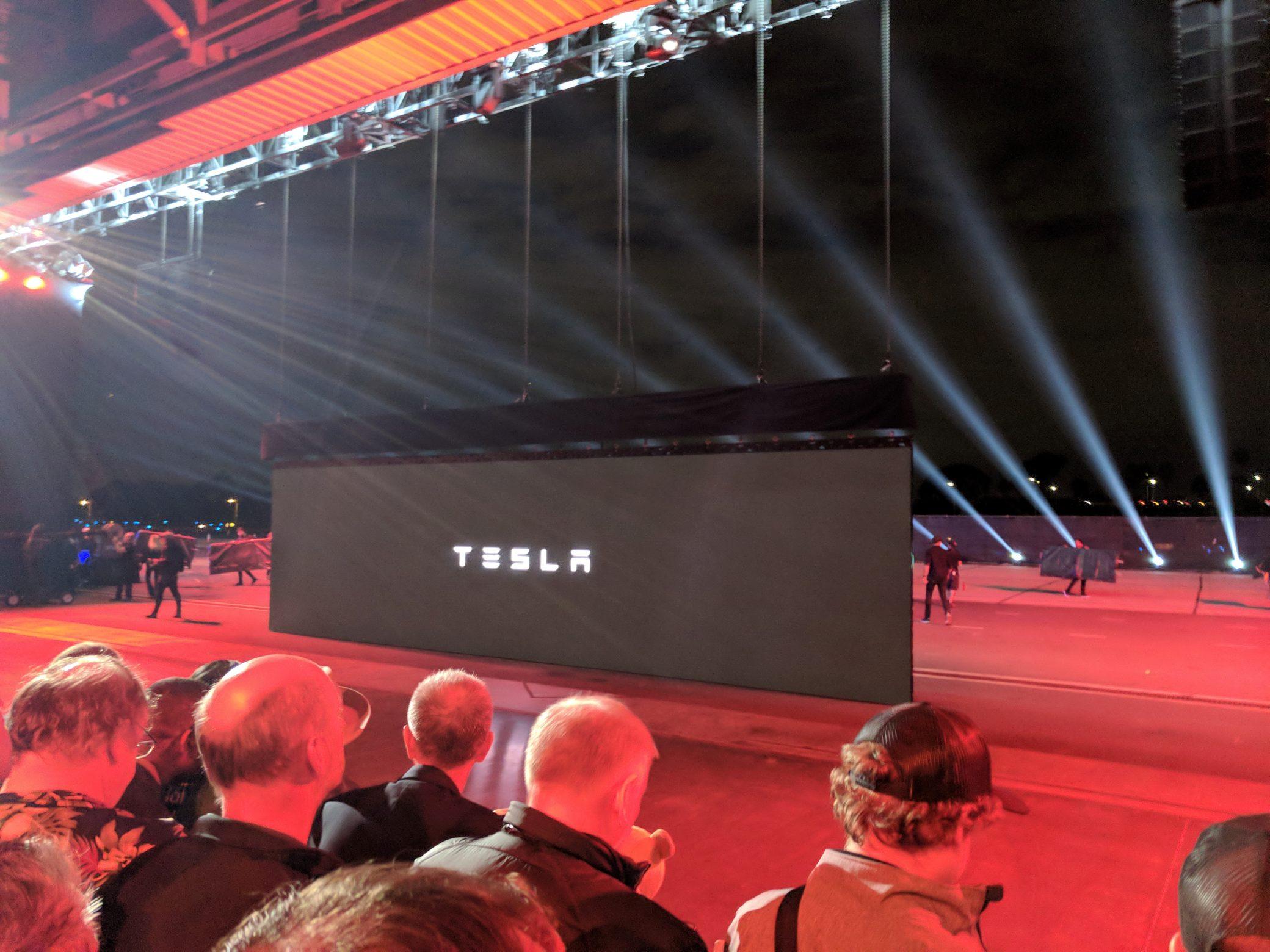 Tesla Semi и Tesla Roadster 2 - 2