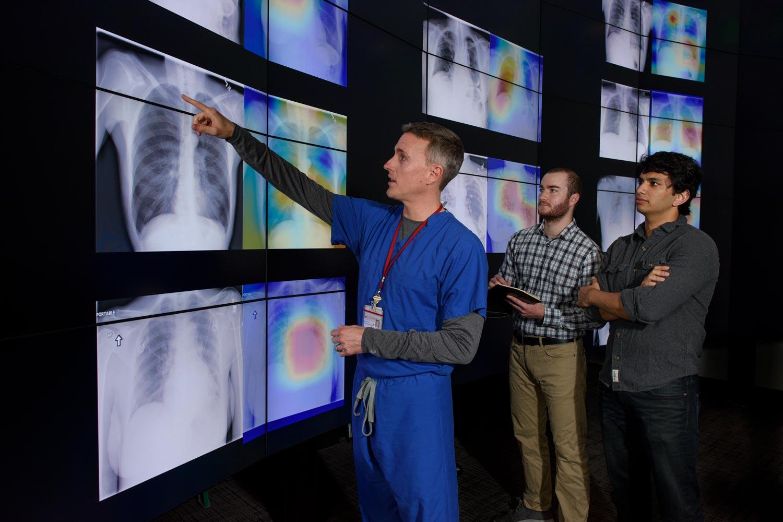 Нейросеть из Стэнфорда диагностирует пневмонию на рентгеновском снимке лучше, чем врачи - 1