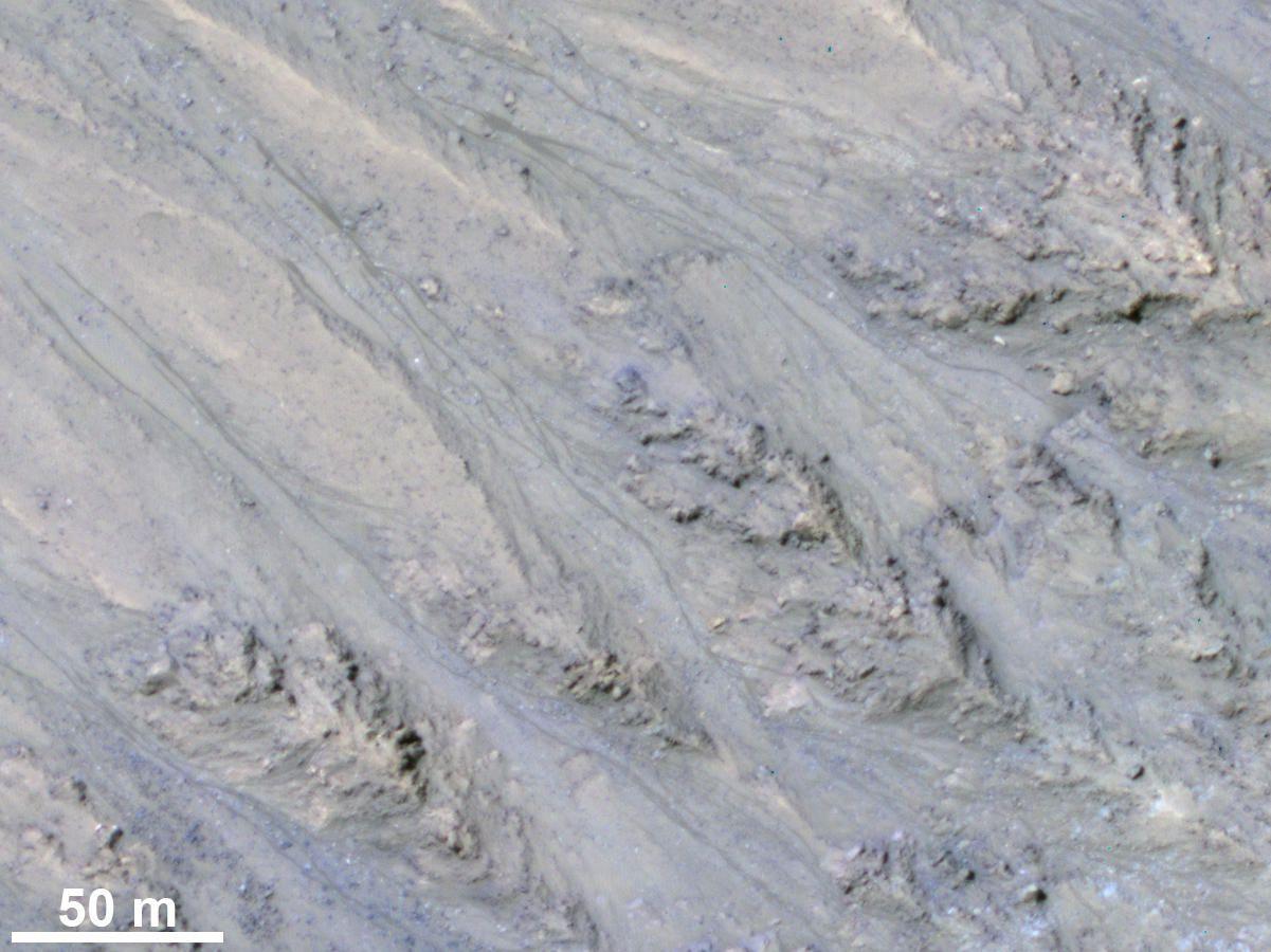Следы потоков воды на Марсе — просто песчаные оползни - 2