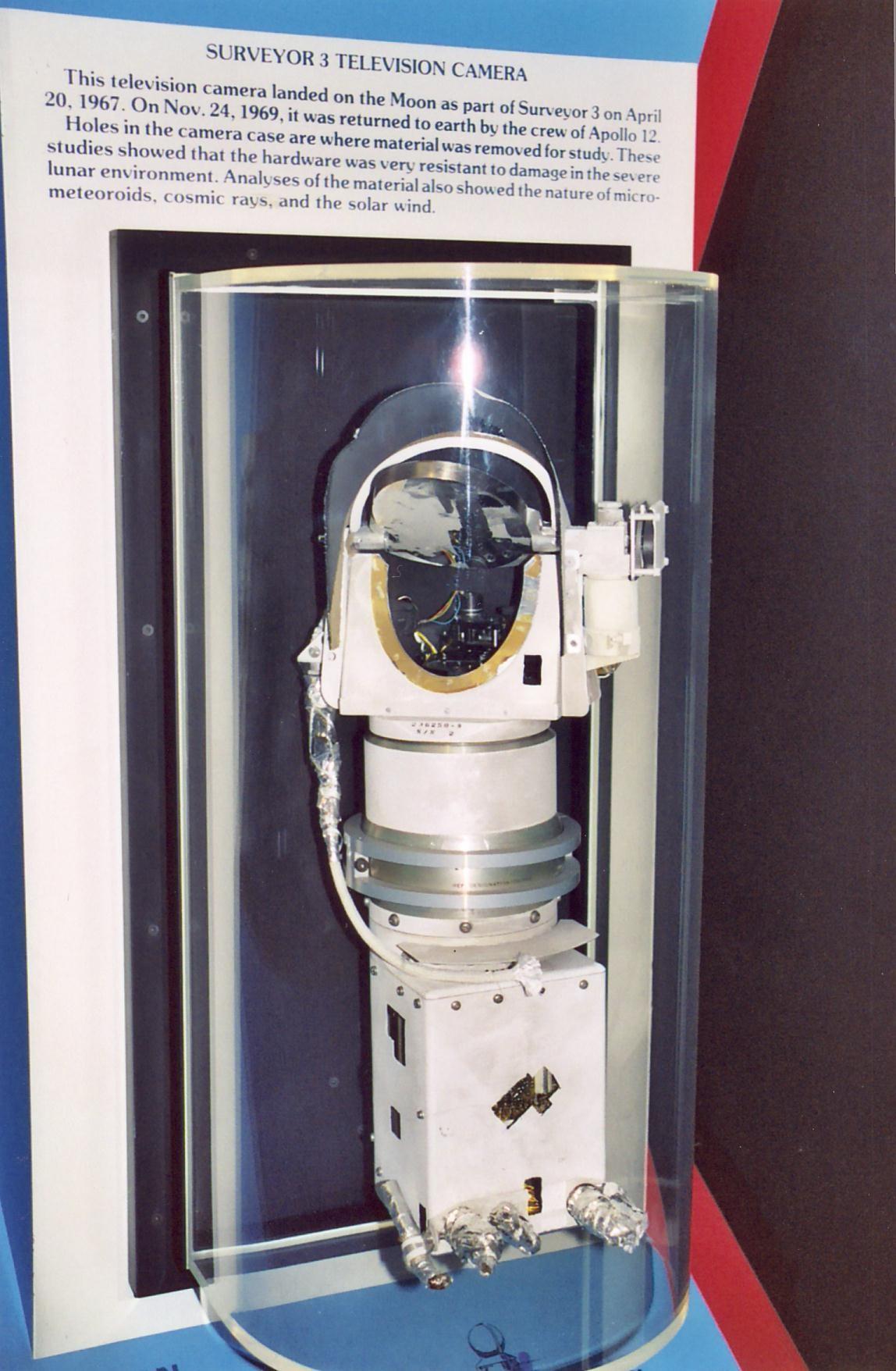 Космический вандализм и юмор в программе «Аполлон» - 9