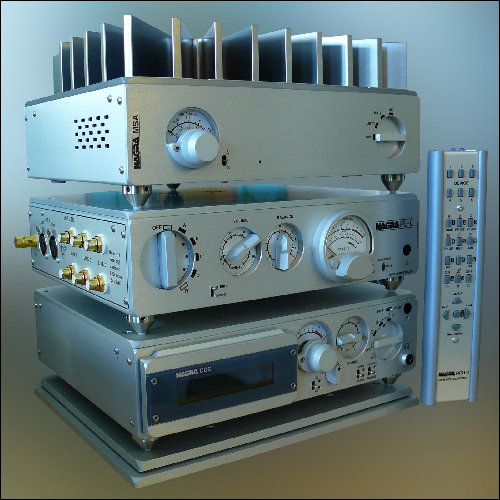 """Дизайн и звук: классика модерна, британский ответ Японии, кассетник """"космической эры"""" и брутальные швейцарцы - 14"""