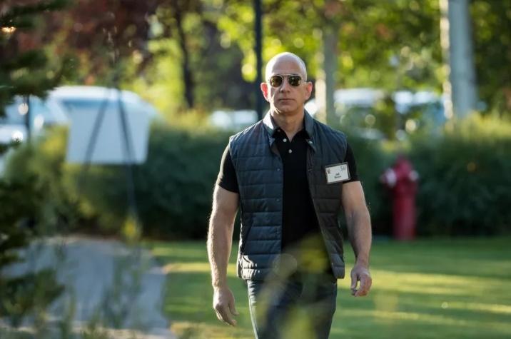 Джеф Безос стал первым за 18 лет владельцем состояния свыше 100 млрд долларов